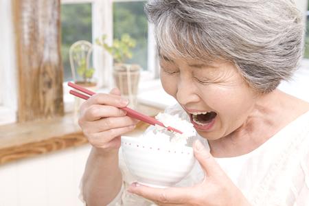 噛むことは誤嚥性肺炎の予防になる